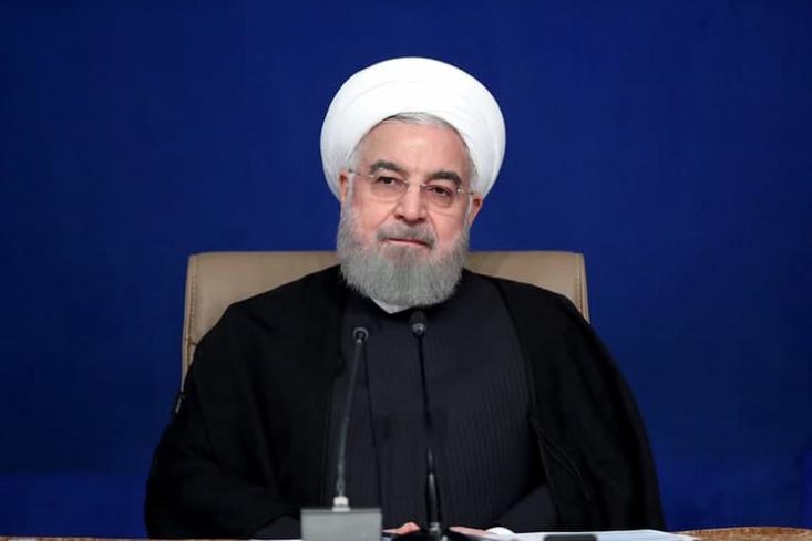روحانی امروز در آیین افتتاح طرحهای ملی وزارت نفت با انتقاد از گلایههای مردم از هشت سال حکمرانی وی گفت: «من دچار حیرتم از اینهایی که می گویند این دولت چه کار کرده است؟»