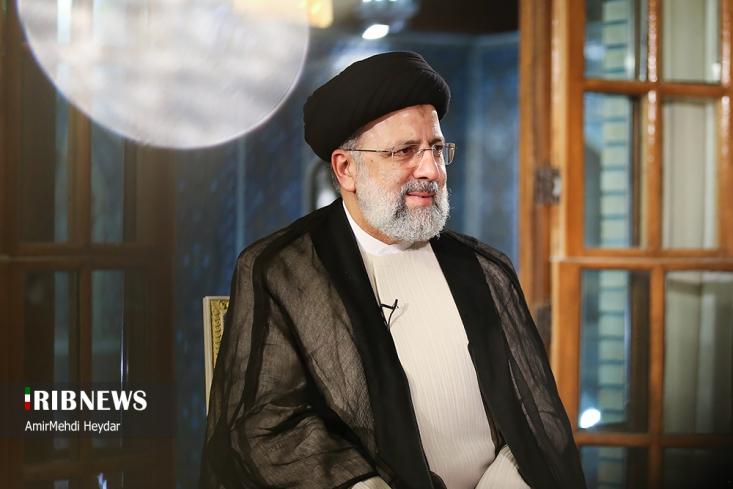 رئیس جمهور منتخب جمهوری اسلامی ایران ضمن تاکید بر اینکه بیش از همه چیز اشتغال، کنترل کرونا و مسکن ذهنم را مشغول کرده است، گفت: ساز و کارهای نظام اداری سالم از دغدغه های جدی من است.