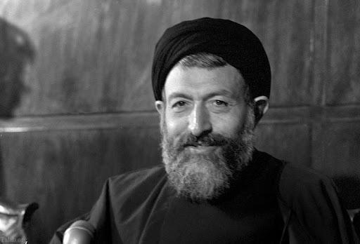 من محمد حسينىبهشتى كه گاه به اشتباه محمدحسين بهشتى مىنويسند، نام اولم محمد و نام خانوادگىام تركيبى است از حسينى بهشتى.
