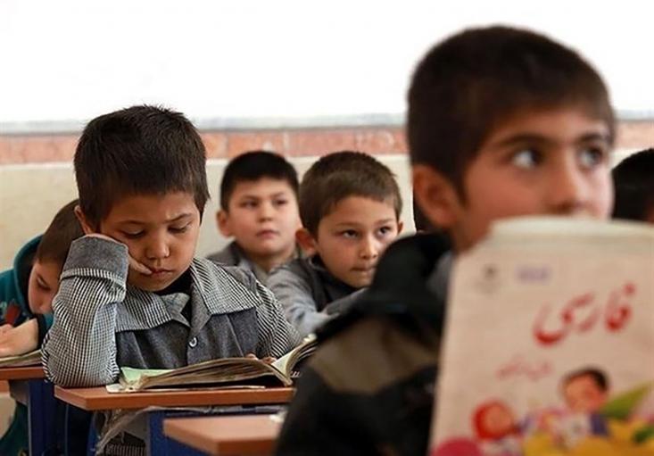 با وجود اینکه نزدیک به سه هفته از آغاز ثبت نام مدارس گذشته و به روزهای پایانی ثبت نام نزدیک میشویم اما مهاجرین افغان شاهد کارشکنی ادارهی اتباع و عدم صدور برگهی حمایت تحصیلی برای آنها هستند.