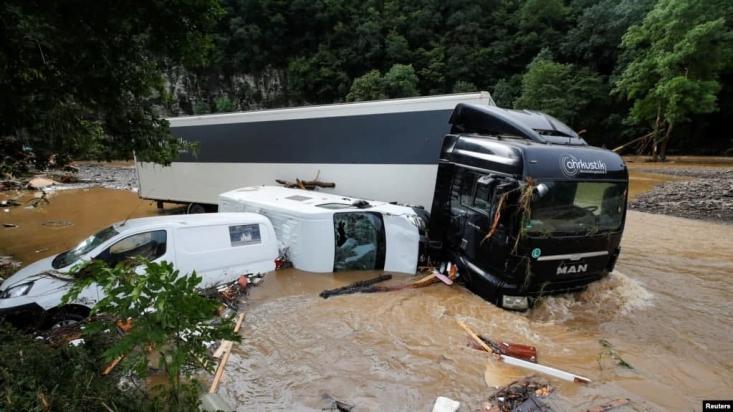 بارش شدید باران طی روزهای اخیر در آلمان، فرانسه، هلند، سوئیس و بلژیک باعث بهراه افتادن حجم گستردهای از سیل در غرب اروپا شده و تعداد زیادی از واحدهای مسکونی را در مسیر خود از بین برده است.