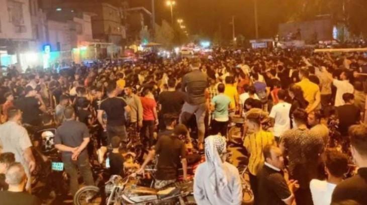 سوسنگرد، اهواز، حمیدیه، ماهشهر، شادگان، آبادان از جمله شهرهایی هستند که در روزهای گذشته شاهد تجمعات اعتراضی مردم بودهاند.
