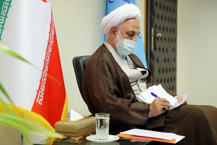 حجت الاسلام والمسلمین محسنی اژه ای صبح روز یکشنبه سوم تیر ماه ۱۴۰۰، در محل کار خود با تعدادی از مردم و همچنین خانواده های محکومان ناآرامی های آبان 98 دیدار و گفتگو کرد.