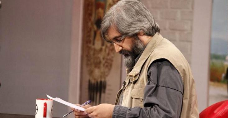 وحید جلیلی در توصیف فعالیتهای زنده یاد محمد سرور رجایی شاعر افغانستانی نوشت: گزافه نیست اگر این راوی مخلصِ شهدای غریب را، از حیثِ فعالیتها و دغدغههای روایت فتحیاش؛ آوینی افغانستان بنامیم.