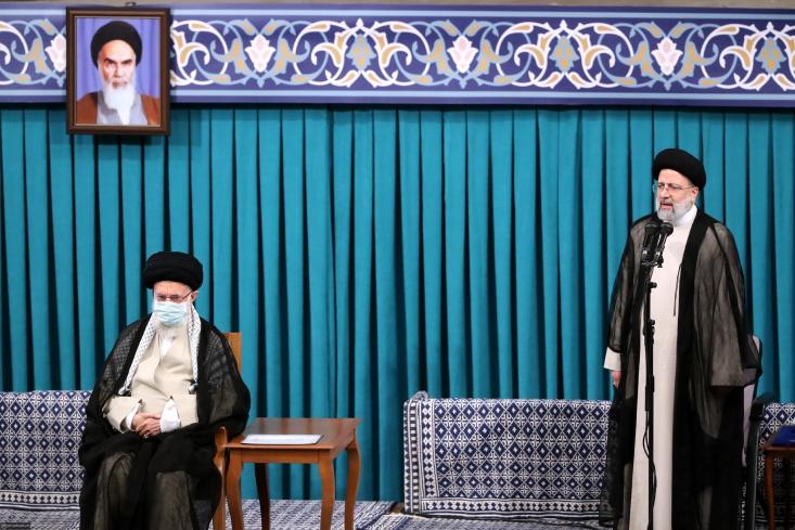 سیدابراهیم رئیسی گفت: ما به دنبال رفع تحریمها هستیم اما اقتصاد را شرطی نخواهیم کرد و سفره مردم را به اراده بیگانگان گره نمیزنیم.