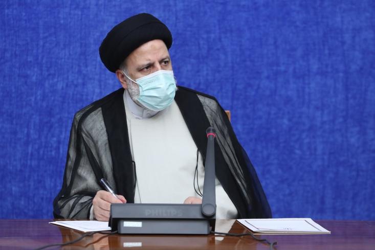 پس از بازدیدآیت الله سید ابراهیم رئیسی از یکی از مراکز تزریق واکسن و نیز بخش کرونای بیمارستان امام خمینی(ره) تهران، جلسه اضطراری ستاد کرونا به ریاست رئیس جمهور برگزار شد.