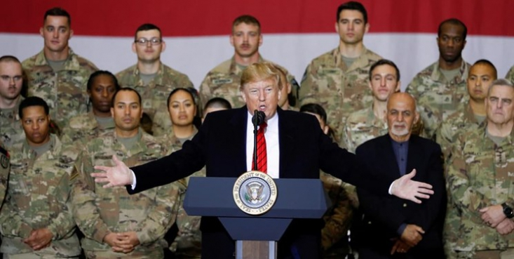 رئیسجمهور سابق آمریکا در این مصاحبه بار دیگر انتقادهای تند خود از جورج بوش پسر به دلیل وارد کردن این کشور به جنگ در افغانستان و عراق را تکرار کرد.