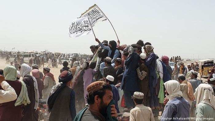 طالبان ضد آمریکا جنگیده و چند هزار سرباز انان را کشته است و نمی شود براحتی آنرا هماهنگ با آنها دانست. هر چند طبعا توافقاتی بین آنها در ماههای اخیر صورت گرفته است.
