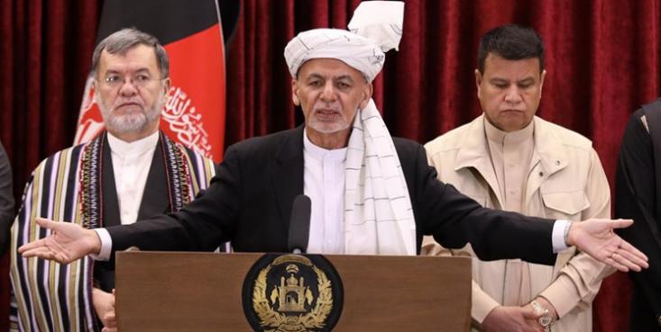 پس از فرار اشرف غنی ابتدا گزارشهایی از رفتن او تاجکیستان منتشر شد و بعد از ان گمانهزنیهایی درباره استقرار وی در عمان مطرح شد. اما ساعاتی قبلتر یک رسانه افغان اعلام کرد که رئیس جمهور فراری افغانستان در ابوظبی حضور دارد.