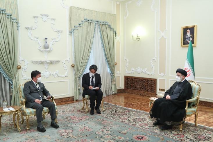 رئیس جمهور گفت: ایران به همه تعهدات خود در برجام پایبند بوده واین آمریکایی ها هستند که به تعهدات خود عمل نکرده و یک جانبه از این توافق بین المللی خارج شدند و تحریمها را گسترش دادند.