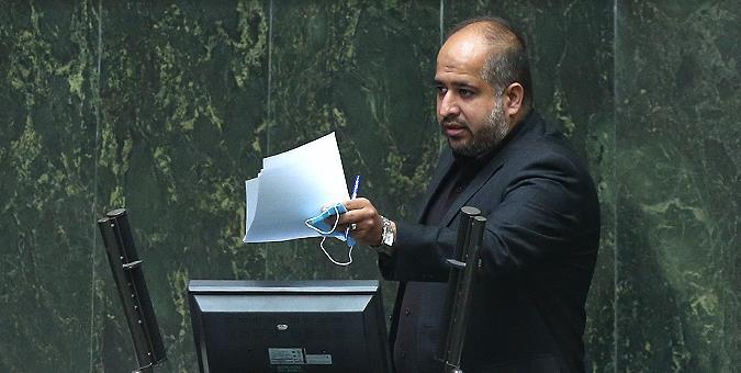 نماینده مردم تهران در مجلس گفت: طی یک سال اخیر تعداد زیادی از مدیران این صندوق بازداشت شدهاند و حق مجلس است که بداند در این مجموعه که این همه مدیر بازداشتی دارد، چه اتفاقی می افتد.