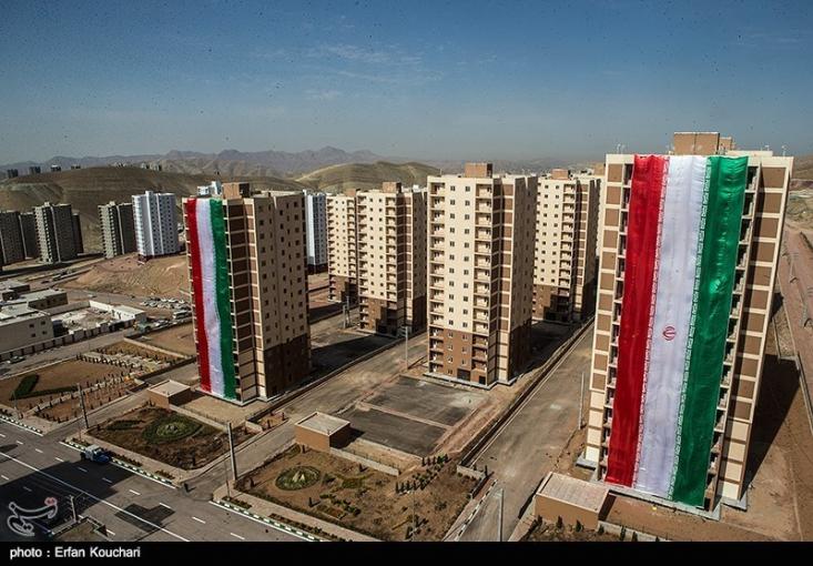 وزیر راه و شهرسازی گفت: ظرف دو هفته آینده خبر خوبی برای برنامه دولت در بخش مسکن اعلام میشود که اقدام عملی شروع ساخت برنامه مسکنی دولت است.