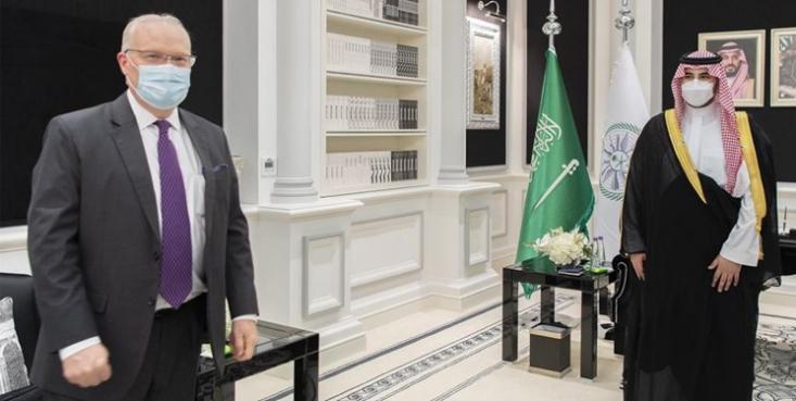 معاون وزیر دفاع عربستان سعودی در راستای تلاش برای خروج از باتلاق جنگ یمن، با فرستاده ویژه آمریکا در امور یمن دیدار و گفتوگو کرد.