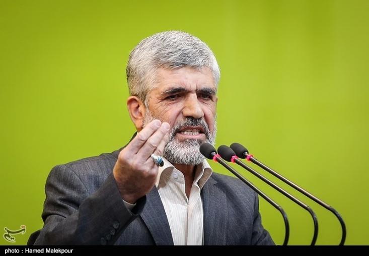 پدر شهید احمدی روشن با بیان اینکه موضع ما نسبت به مذاکرات هستهای همان مواضع مقام معظم رهبری است، گفت: ما در خصوص مذاکرات هستهای نامه تشکر به وزیر امور خارجه ننوشتیم.