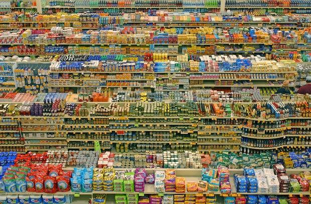 اگرچه چند سالی بیشتر از ورود ابرمارکتها به پایتخت نمیگذرد اما اکنون در گوشه و کنار شهر، فروشگاههای چندمنظورهای دیده میشود که با کاهش قیمت کالاهایشان، گوی سبقت را از خردهفروشیها ربودهاند.