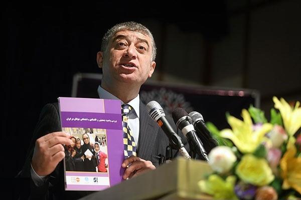 دکتر هولکی اوز نماینده ی صندوق جمعیت سازمان ملل در ایران به دنبال بیماری سرطان درگذشت. صندوق جمعیت در دوران ماموریت وی در ایران به دلیل کارشکنی های فراوان در مسیر اجرای سیاست های جدید جمعیتی و فعالیت هایی مشکوک در جمع آوری اطلاعات، بارها مورد انتقاد رسانه ها قرار گرفت.