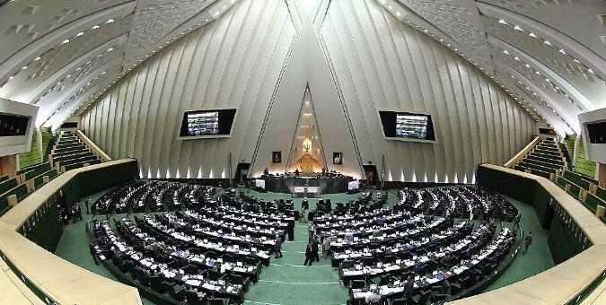 علیرضا زاکانی رئیس کمیسیون ویژه بررسی برجام در مجلس، گزارش نهایی این کمیسیون را پس از حدود 40 روز تحقیق و ارزیابی توافق هسته ای ایران با 1+5 به عنوان سند کارشناسی قوه مقننه به صحن علنی مجلس فرستاد.