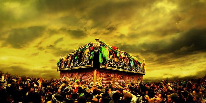 ما باید بفهمیم چه بلایی بر سر آن جامعه آمد که حسین بن علی علیهالسّلام، آقازادهی اول دنیای اسلام و پسر خلیفهی مسلمین، پسر علی بن ابی طالب علیه الصّلاه و السّلام، در همان شهری که پدر بزرگوارش بر مسند خلافت مینشست، سر بریدهاش گردانده شد و آب از آب تکان نخورد! از همان شهر آدمهایی به کربلا آمدند، او و اصحاب او را با لب تشنه به شهادت رسانند و حرم امیرالمؤمنین علیهالسّلام را به اسارت گرفتند!