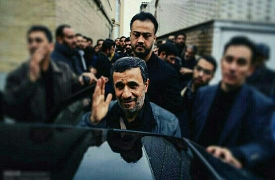 عبدالله باقری که سالها محافظ محمود احمدینژاد بود روز گذشته در محور حلب سوریه و در دفاع از حرم عقیله بنی هاشم حضرت زینب(س) خون پاکش ریخت و شهید شد. شهید باقری متولد سال 61، دو فرزند دختر نیز از خود به یادگار گذاشته است.