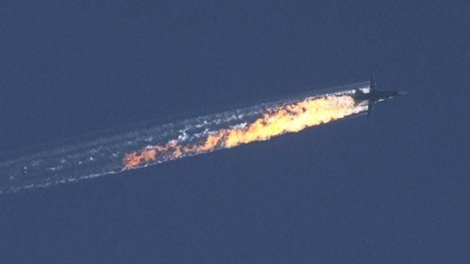 واکنش پوتین به اتفاق سهشنبه هر چه باشد، او در یک زمان از دو جهت آزمون میشود: او همین اخیراً گفته بود یک پاسخ یکپارچه علیه داعش میتواند به انزوای روسیه پایان دهد، و از سویی دیگر، باید آب سردی از واقعیت تلافی سرنگونی جنگنده خود به روی ترکیه بریزد که با آرزوهای دور و درازش در منطقه و فراتر از آن فاصله دارد.