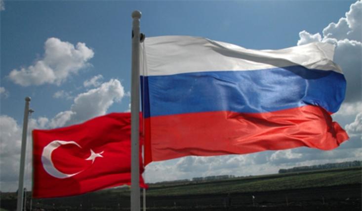 در نتیجه در این تجارت روسیه کالاهای اساسی کشاورزی چون گندم، ذرت و روغن آفتابگردان را به ترکیه صادر میکند و در مقابل محصولات غیراساسی چون میوه و سبزیجات وارد میکند. به این ترتیب ترکیه هم در واردات محصولات کشاورزی و هم در صادرات آنها به روسیه وابسته شده است.