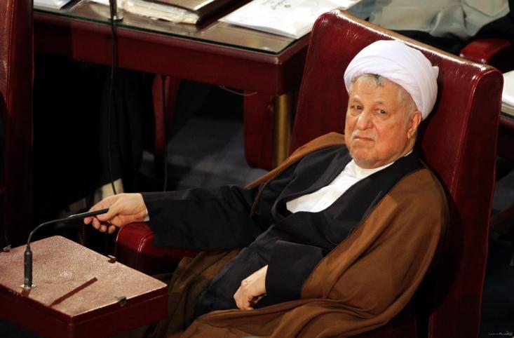 ظهر امروز ده نفر با مراجعه به دادگاه ویژه روحانیت از حجت الاسلام هاشمی رفسنجانی بدلیل توهین به نهادهای قانونی نظام شکایت کردند.