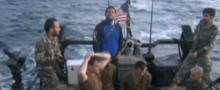 نیروهای آمریکایی برای کشتن بیش از هزار نفر، سلاح و مهمات در اختیار داشتند و از سوی دو ناو فوق مدرن هواپیمابر حمایت می شدند، اما ضعف، اشک و هراس از مرگ به سرعت آنها را درهم شکست و تسلیم شدند. نکته بعدی انتقال آنها به جزیره فارسی است. انتقال به جزیره ای که آمریکایی ها اصلا از آن خاطره خوبی ندارند و سبب شد تا ناوهای آنها در نوع واکنشی که باید نشان بدهند دربمانند.