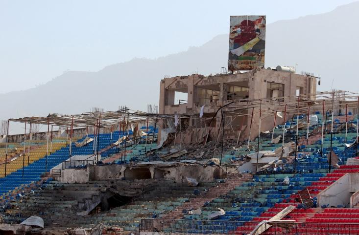 ورزشگاه تخریب شده یمن در اثر حمله هوایی ائتلاف سعودی