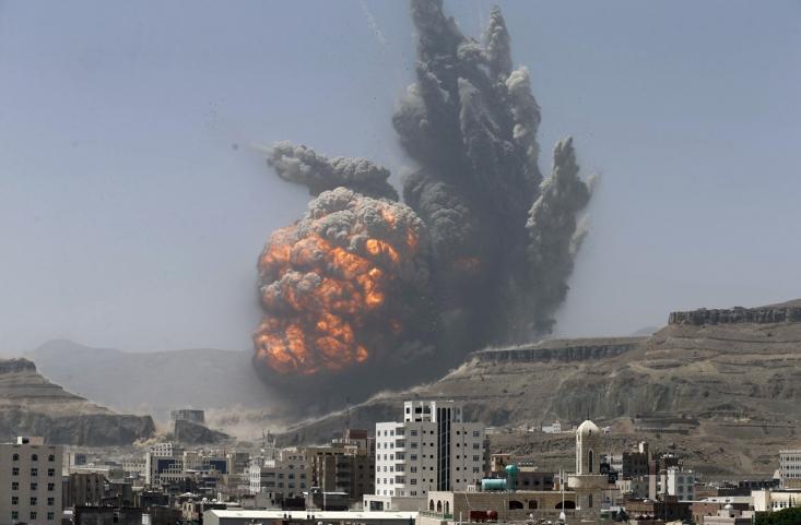 حمله هوایی ائتلاف سعودی به صنعا با بمب های کشتار جمعی