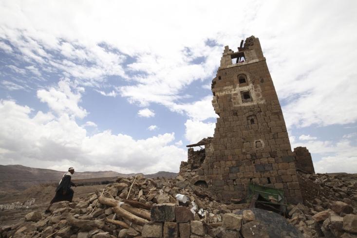 ساختمان تخریب شده ای در اطراف صنعا پس از حمله ائتلاف سعودی
