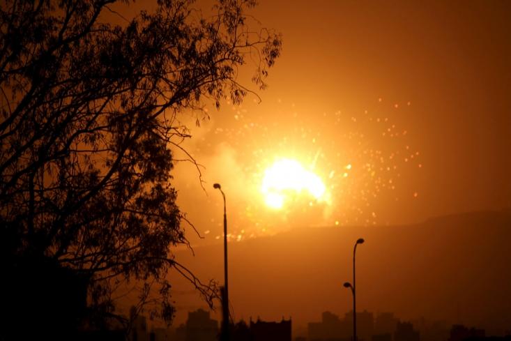 انفجار در یک پایگاه نظامی در اطراف صنعا پس از حمله هوایی سعودی