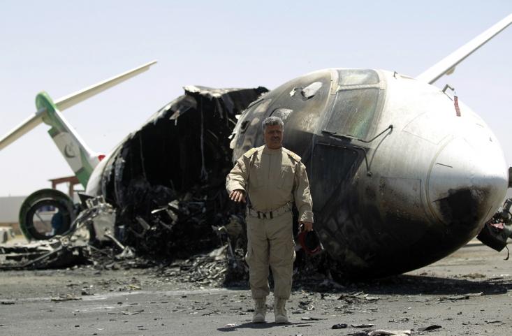 تخریب هواپیما و باندهای فرودگاهی صنعا پس از اعلام ایران مبنی بر کمک رسانی به یمن