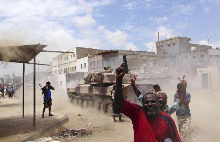 حمله تانک های ائتلاف سعودی به مواضع انصارالله