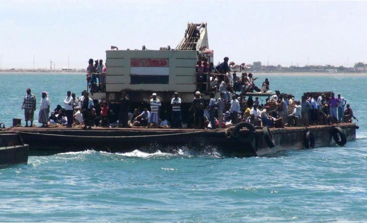 آوارگان یمنی در حال فرار از طریق قایق و دریا