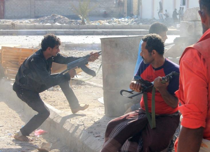 طرفداران منصور هادی در حالی مبارزه با حوثی ها در حاشیه شهر عدن