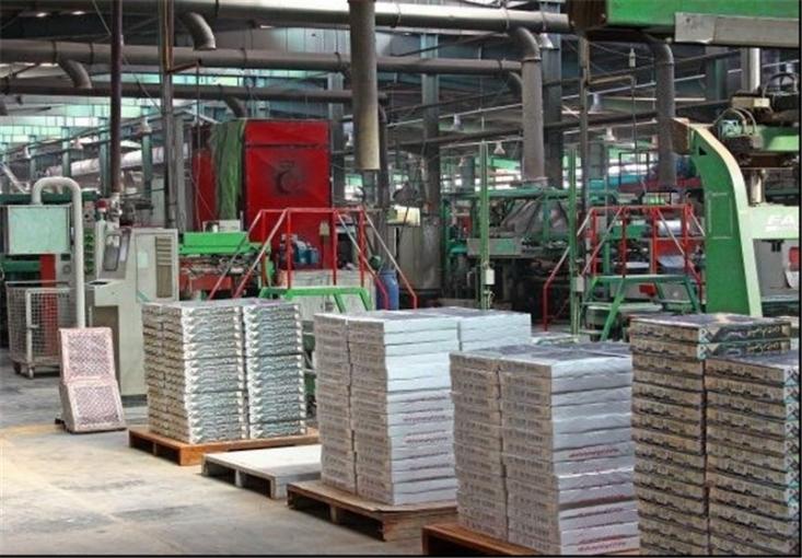 رئیس انجمن تولیدکنندگان کاشی سرامیک کشور با بیان اینکه اکثر کارخانجات کاشی و سرامیک کشور در مسیر تعطیلی قرار گرفته اند گفت: خط تولید اولین کارخانه کاشی سرامیک کشور فعلاً تعطیل شده است.