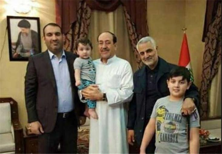 عکس سردار قاسم سلیمانی در منزل نوری مالکی نخست وزیر سابق عراق که مهمان افطار بودند منتشر می شود.