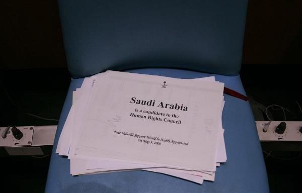 عضویت عربستان در شورای حقوق بشر سازمان ملل با توجه به موارد فراوان نقض حقوق بشر از سوی آل سعود، انتقادهای فزایندی را به دنبال داشته که تداوم آن اعتبار این نهاد را زیر سوال برده است.