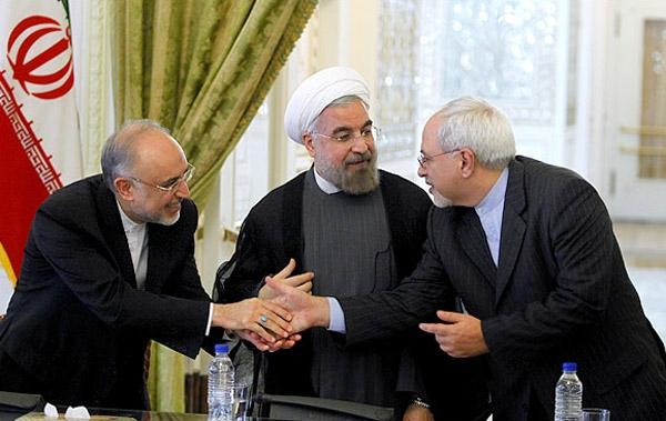 """گفتنی است از این دست اظهار نظرها که  به خوبی نشان دهنده """"پابرجا بودن تحریمها با وجود اجرای تعهدات هستهای  ایران است"""" مورد اشاره رهبر معظم انقلاب نیز قرار گرفته است"""