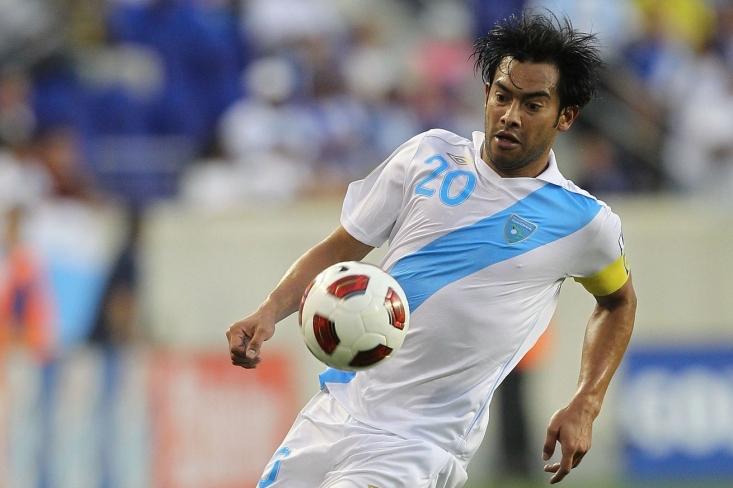 کارلوس روئیز فوتبالیست گواتمالایی با پشت سر گذاشتن علی دایی، رکوردشکنی کرد.