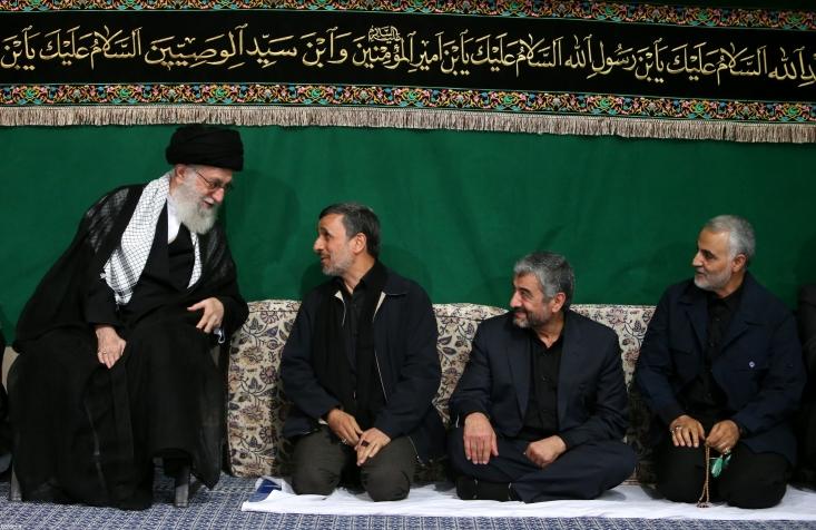 وقتی علت حکمِ رهبری را میدانیم و خودشان بدان تصریح کردهاند، همانگونه که در فقه گاه از فهم علت یا قواعد حاکم بر احکام، به احکامی جدید دست مییازیم، در اینجا نیز به سادگی در مییابیم که رهبری دوقطبی و اساساً آن فضا و مناسبات را نمیخواهند؛ چه از سوی احمدینژاد باشد چه غیر او. اساساً مسئلهی رهبری در اینجا فرد نیست؛ مسئله همان جریان هویتی است. آن جریان هویتی نباید به خطاهای گذشتهاش ادامه دهد.