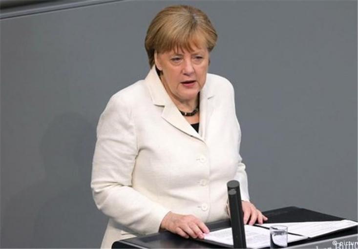 صدر اعظم آلمان با تاکید بر اینکه هجوم پناهندگانی مشابه سال ۲۰۱۵ دیگر نباید تکرار شود، حجاب کامل چهره را در کشورش پوشش مناسبی ندانسته و از ممنوعیت نقاب در آلمان حمایت کرد.