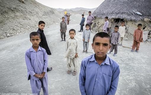 سیاست «فرزند کمتر» که به شیوهای غیراخلاقی در سیستان و بلوچستان و بسیاری از مناطق محروم کشور اجرایی شده است، «زندگی بهتر»ی برای اهالی این استان به ارمغان نیاورده و همچنان اجرای آن، کمکی به وضع محرومیت در این استان نخواهد کرد؛ چنانکه چندی پیش جمع زیادی از پزشکان کشور نیز این نکته را در نامهای به وزیر بهداشت متذکر شدهاند که «راهحل مبارزه با فقر، انقراض نسل فقرا نیست»!