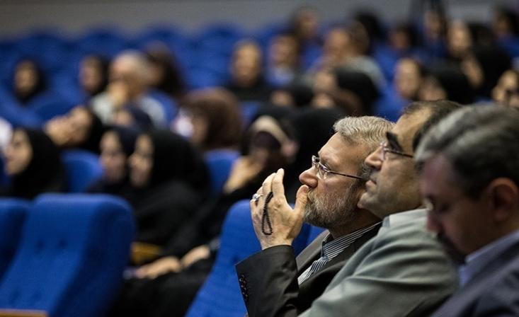 این طرح که منجر به انتقال سازمان بیمه به وزارت بهداشت شد در جلسه ای به تصویب رسید که علی لاریجانی اجازه صحبت کردن به نمایندگان مخالف را نداد و باعث شد نمایندگان بدون کار کارشناسی بر روی این موضوع مهم و بدون آشنایی با پیامدهای آن به این طرح رای بدهند.