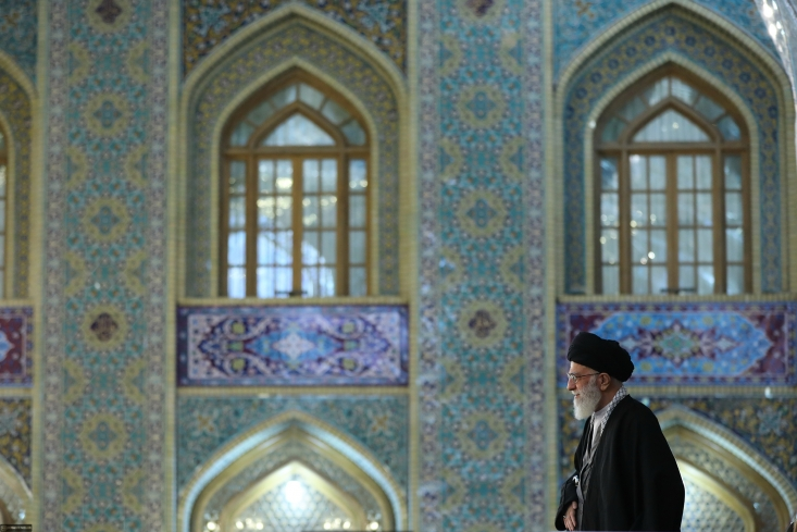حضرت آیتالله خامنهای رهبر معظم انقلاب اسلامی با بیان اینکه اقتصاد مساله اولویتدار کشور است، گفتند: در سال 95 با اینکه کشور درگیر مشکلات اقتصادی بود ولی ملت ایران خوش درخشید.