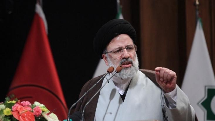 سیدابراهیم رئیسی با بیان جایگاه زن در جامعه و خانواده، سهم زنان در پیشرفت کشور را بسیار مهم و جدی دانست و گفت: بنده برای ایجاد شغل، برنامه کارشناسی و آماده دارم.