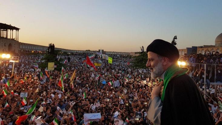پس از یاسوج و شیراز اکنون این نوبت اصفهان است تا پذیرای سید محرومان باشد. اکنون با انصراف قالیباف به نظر میرسد موج عجیبی برای پیوستن به رئیسی در میان مردم شکل گرفته باشد. موجی که شیب روند قبلی رشد آرای رئیسی را به شکلی شگفتانگیز افزایش خواهد داد.