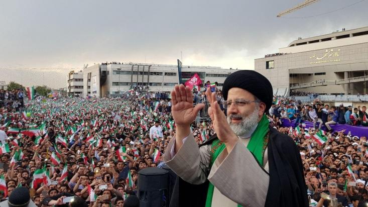 سخنگوی ستاد رئیسی گفت: محدوده برگزاری مراسم امروز در میدان شهدای مشهد آماده سازی و محصور شده و مطابق قانون برگزاری مراسم در فضای محصور قانونی و مجاز است.