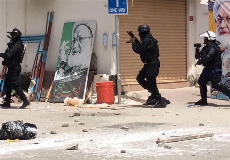 یورش نظامیان آل خلیفه به معترضان به حکم صادره علیه آیت الله شیخ عیسی قاسم منجر به شهادت یک نفر شده است.
