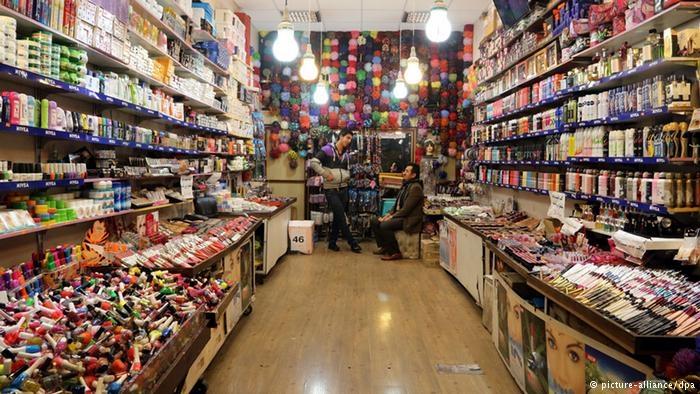 در کشور در تولید صنایع مواد شوینده بهداشتی و آرایشی نه تنها خودکفا هستیم، بلکه بخشی از محصولات ایرانی به کشورهای دیگر هم صادر میشود که این خودش از دارا بودن کیفیت مناسب این کالاها حکایت دارد.